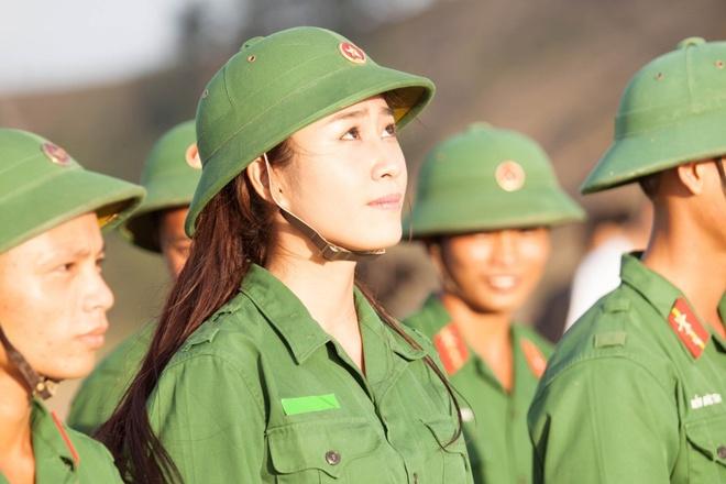 Ung vien sang gia Hoa hau Viet Nam xinh xan o doi thuong hinh anh 6