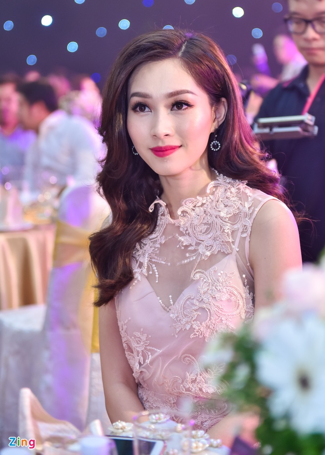 Dang Thu Thao rang ro trong tiec truoc chung ket HHVN hinh anh 1