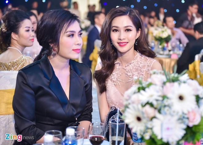 Dang Thu Thao rang ro trong tiec truoc chung ket HHVN hinh anh 2
