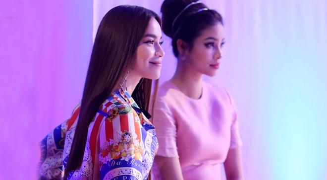 Ho Ngoc Ha tu loai hoc tro de 'tra no' Pham Huong hinh anh