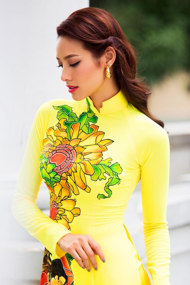 Lilly Nguyen duyen dang voi ao dai sac mau hinh anh 3