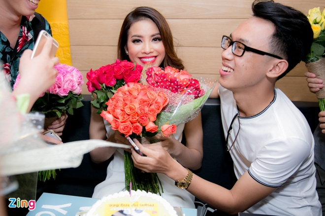 Pham Huong duoc to chuc sinh nhat sau chung ket The Face hinh anh 6