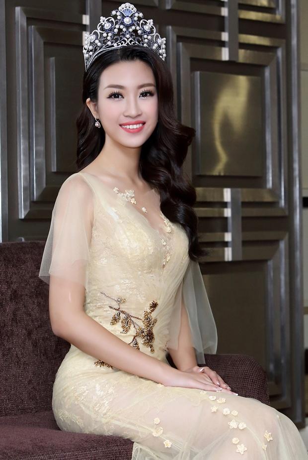 Hoa hau My Linh dien dam goi cam lan dau di su kien hinh anh 8