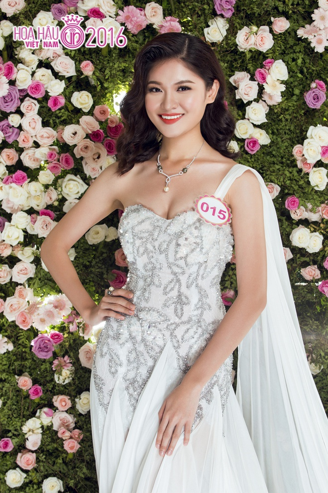A hau Thuy Dung tiet lo ve cach song bat thuong anh 2