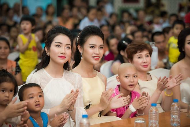 Nguoi dep Hoa hau Viet Nam 2016 vui trung thu cung benh nhi hinh anh 5