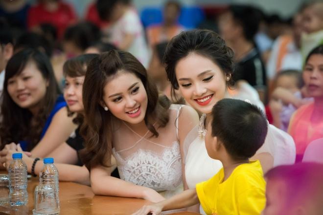 Nguoi dep Hoa hau Viet Nam 2016 vui trung thu cung benh nhi hinh anh 6