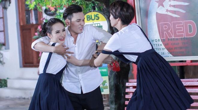 Angela Phuong Trinh bi thi sinh Next Top Model bat nat hinh anh