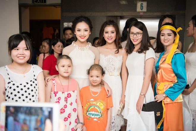 Nguoi dep Hoa hau Viet Nam 2016 vui trung thu cung benh nhi hinh anh 8