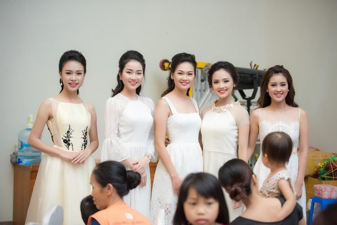 Nguoi dep Hoa hau Viet Nam 2016 vui trung thu cung benh nhi hinh anh 4