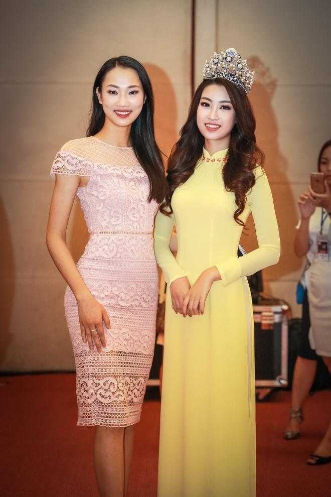 Hoa hau My Linh dien ao dai du Ngay hoi cuu sinh vien hinh anh 4