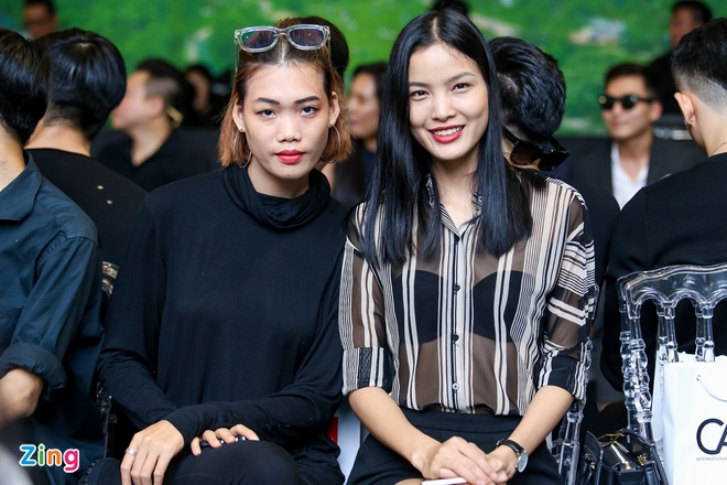 Sao Viet doi mua di xem show Do Manh Cuong hinh anh 4