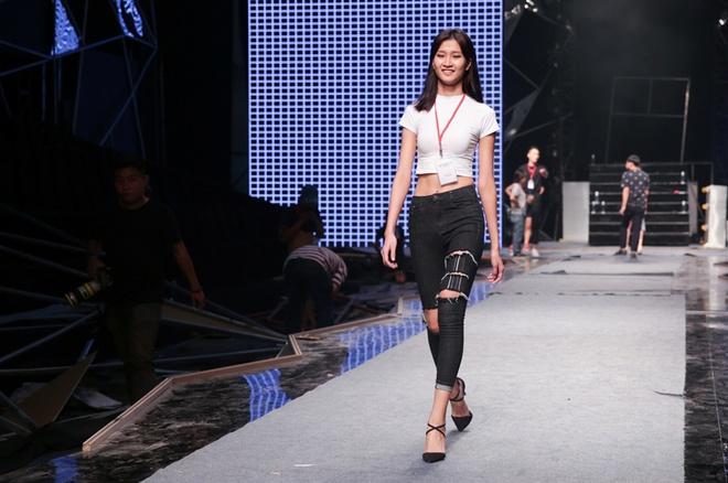 Hoang Thuy Linh, thi sinh Next Top tap luyen truoc chung ket hinh anh 7