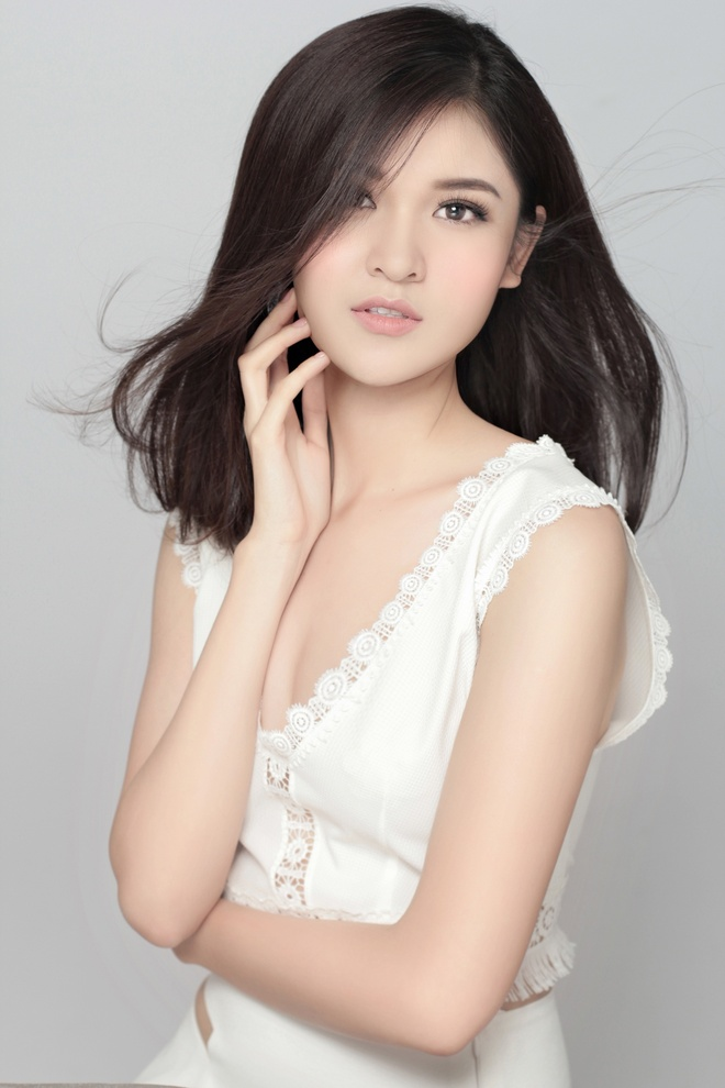 A hau Thuy Dung khoe ve dep trong treo anh 5