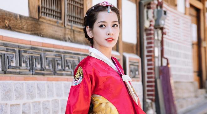 Chi Pu xinh xan trong trang phuc hanbok tai Han Quoc hinh anh