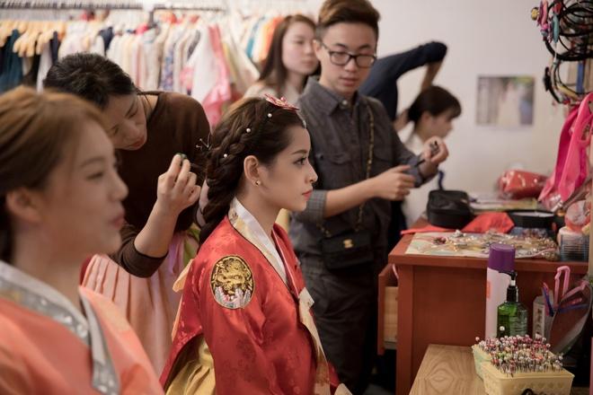 Chi Pu xinh xan trong trang phuc hanbok tai Han Quoc hinh anh 1