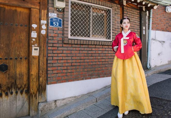 Chi Pu xinh xan trong trang phuc hanbok tai Han Quoc hinh anh 2