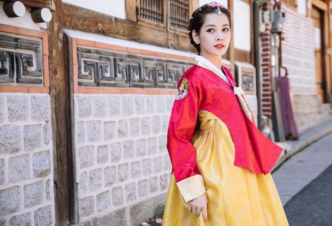 Chi Pu xinh xan trong trang phuc hanbok tai Han Quoc hinh anh 3
