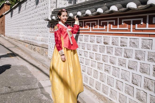 Chi Pu xinh xan trong trang phuc hanbok tai Han Quoc hinh anh 5