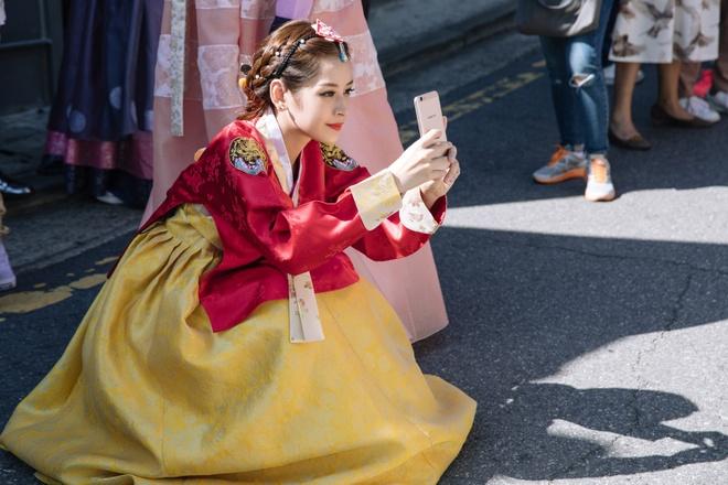 Chi Pu xinh xan trong trang phuc hanbok tai Han Quoc hinh anh 7