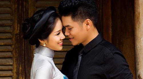 Ban trai kem 7 tuoi up mo sap cuoi Le Phuong hinh anh