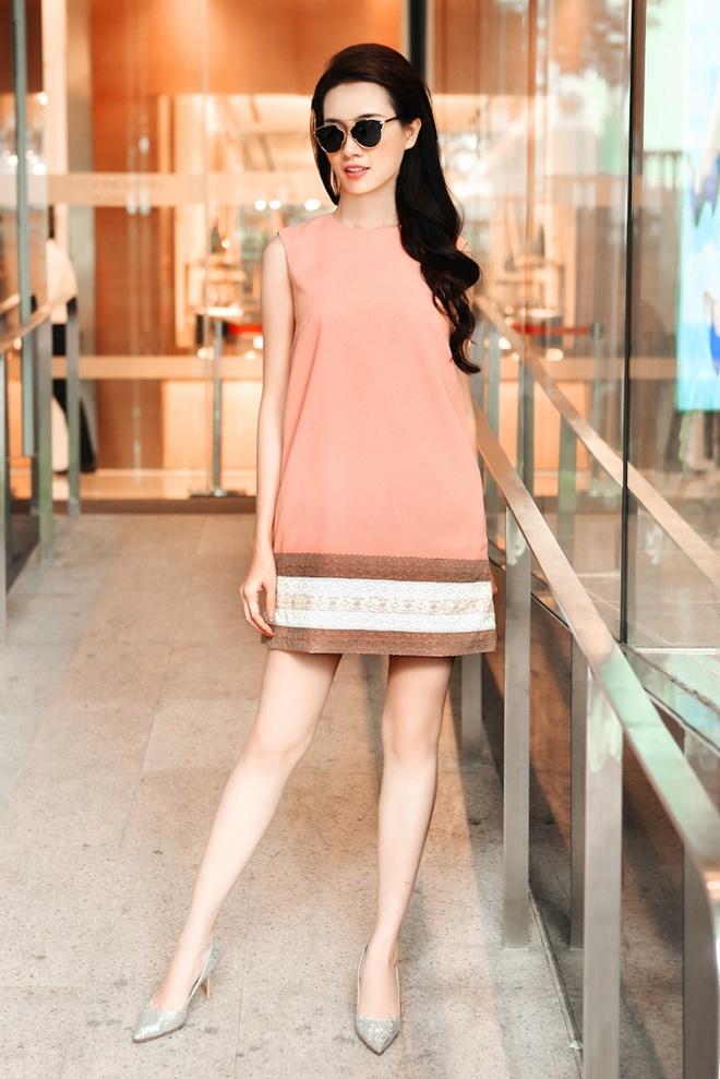 Phan Thi Mo goi y trang phuc cho quy co cong so anh 3