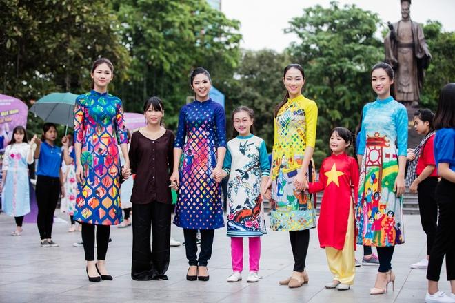 Hoa hau, a hau Viet Nam dien ao dai nhay flashmob hinh anh 2