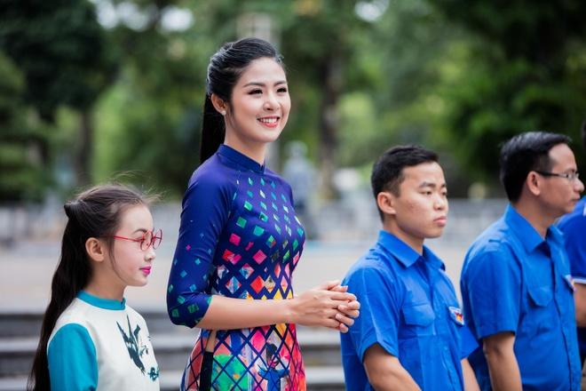 Hoa hau, a hau Viet Nam dien ao dai nhay flashmob hinh anh 5