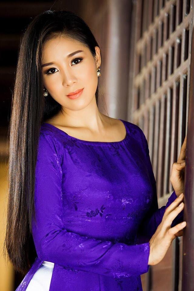 Le Phuong dien ao dai doi voi ban trai anh 7