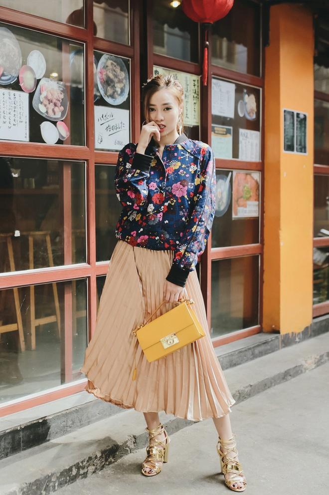Ninh Duong Lan Ngoc phoi trang phuc voi phu kien la mat hinh anh 7