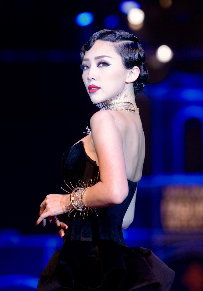Thanh Hang mang 50 luong vang len san catwalk hinh anh 5