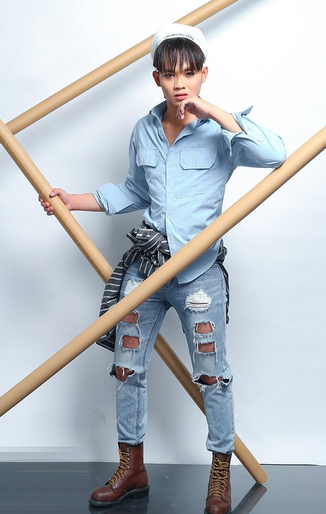 Quan quan Cuoi xuyen Viet phoi quan jeans rach ca tinh hinh anh 6
