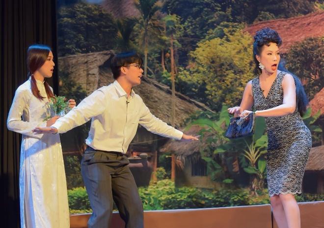 Trinh Kim Chi dong vai ba bau Hoa hau Ao lang hinh anh 1