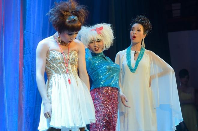 Trinh Kim Chi dong vai ba bau Hoa hau Ao lang hinh anh 2