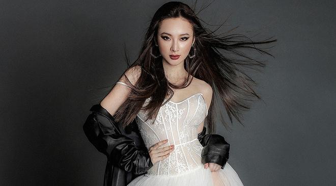 Angela Phuong Trinh lanh lung voi thoi trang ca tinh hinh anh
