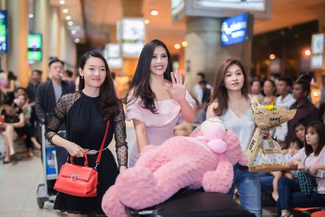 Nguyen Thi Loan rang ro ngay ve nuoc hinh anh 3