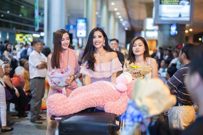 Nguyen Thi Loan rang ro ngay ve nuoc hinh anh 4