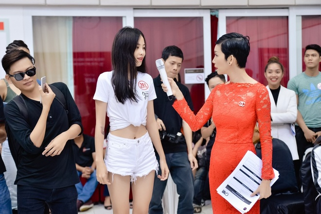 Chi song sinh cua Nam Em dien ao ho eo di casting hinh anh 3