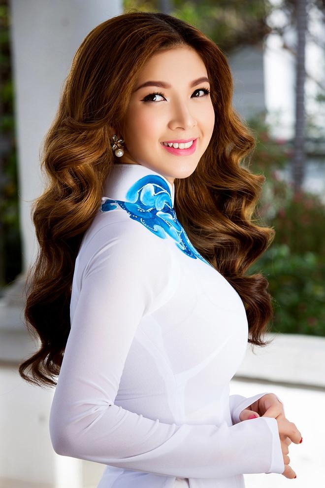 Pham Thanh Thao tre trung voi ao dai trang hinh anh 2