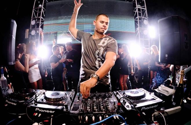 Top 10 DJ the gioi den Viet Nam bieu dien cung Toc Tien hinh anh 1