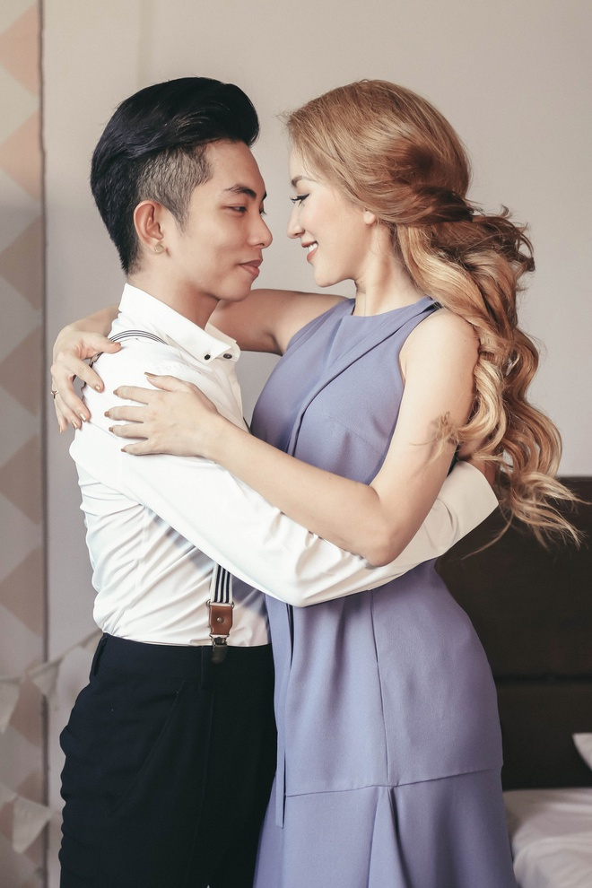 Khanh Thi - Phan Hien hanh phuc khi chup anh gia dinh anh 5