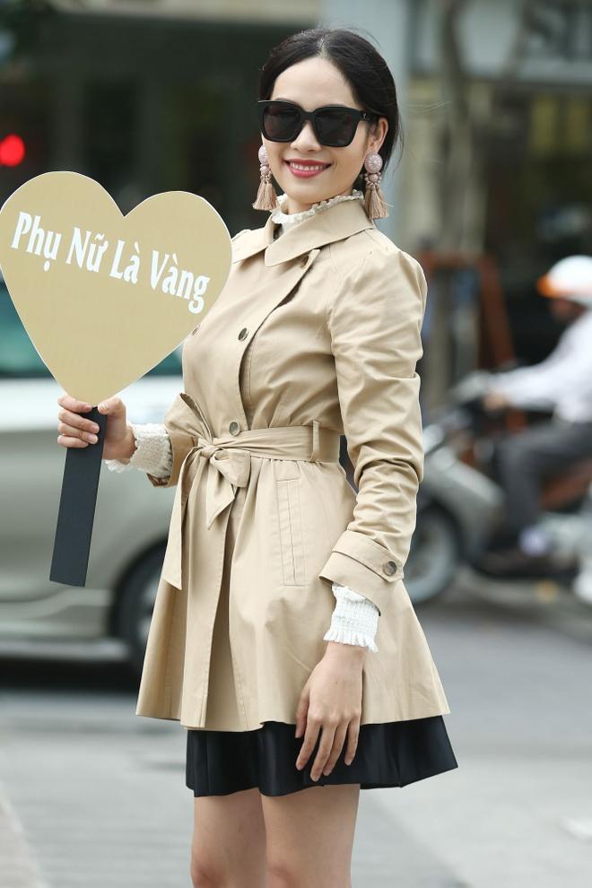 Xuan Lan va dan mau sanh dieu tren duong pho Nguyen Hue anh 6