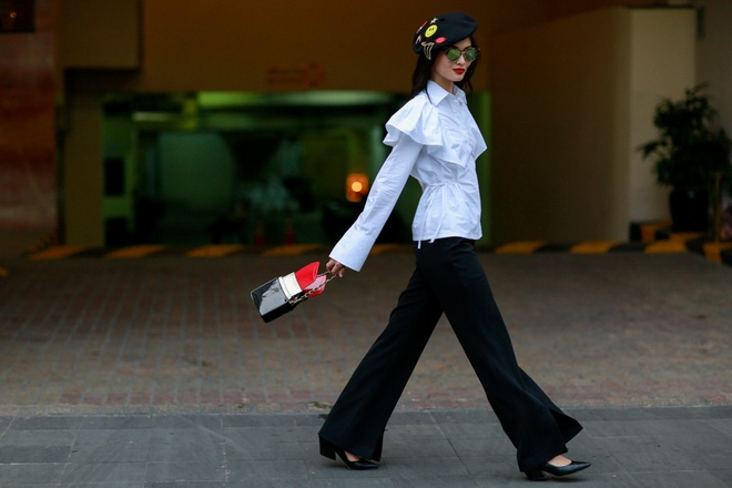 Xuan Lan va dan mau sanh dieu tren duong pho Nguyen Hue anh 10