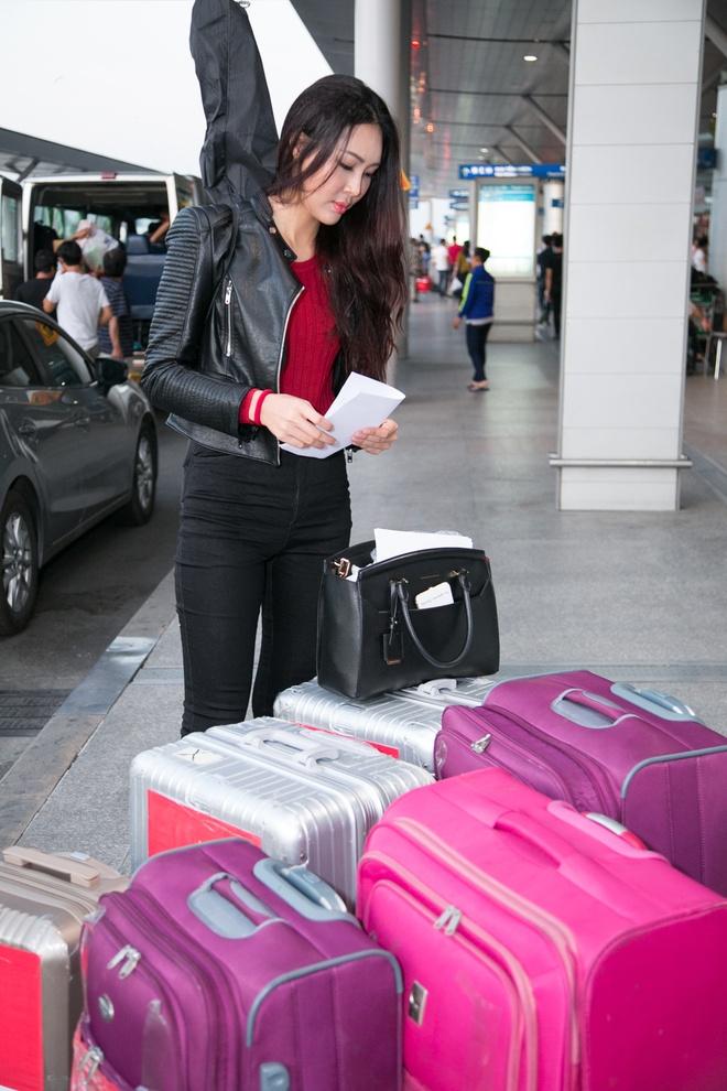 Dieu Ngoc mang 100 kg hanh ly du thi Miss World hinh anh 2