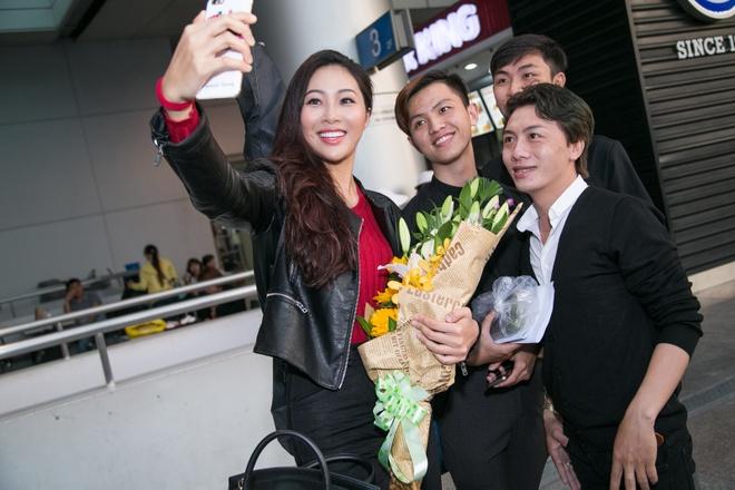 Dieu Ngoc mang 100 kg hanh ly du thi Miss World hinh anh 3