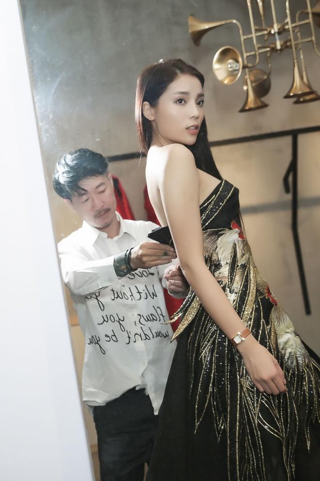 Hoa hau Ky Duyen tu lai xe di thu trang phuc hinh anh 5