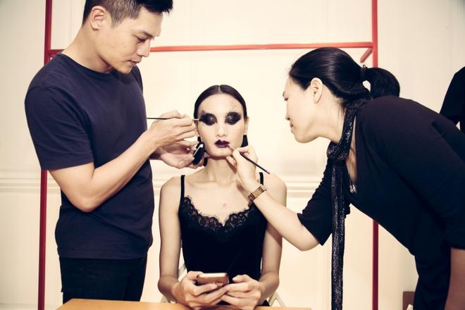 Xu huong trang diem an tuong trong show Do Manh Cuong hinh anh 1
