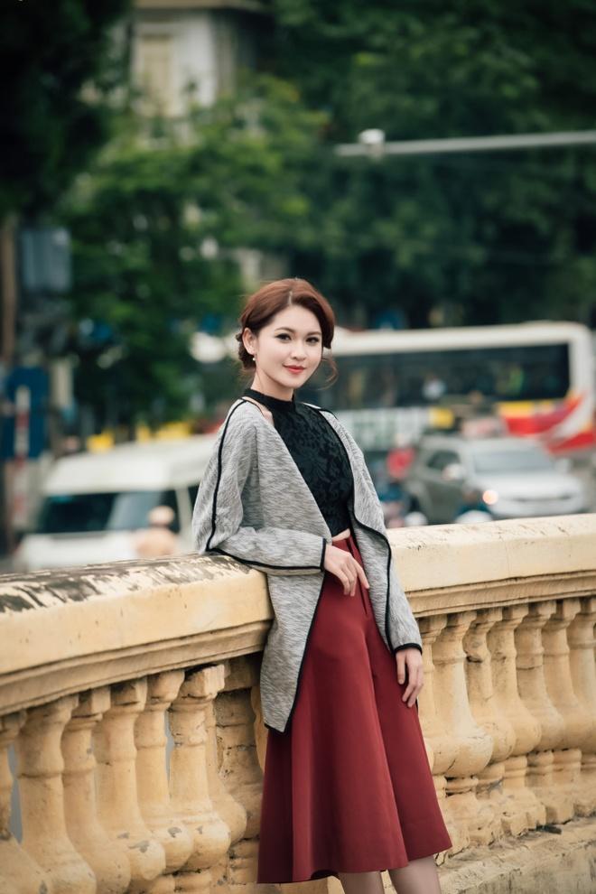 A hau Thuy Dung dien trang phuc thu dong thanh lich hinh anh 4