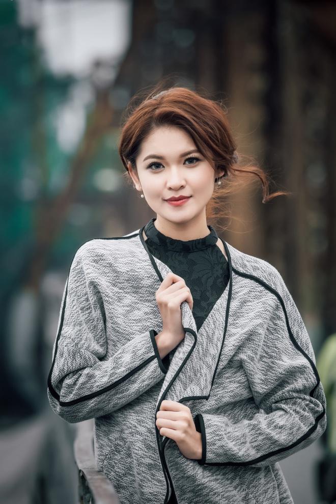 A hau Thuy Dung dien trang phuc thu dong thanh lich hinh anh 6
