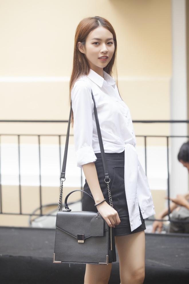 Phi Phuong Anh mac sanh dieu o buoi tap catwalk hinh anh 1