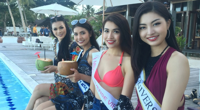 Le Hang mac goi cam giao luu cung thi sinh Miss Universe hinh anh
